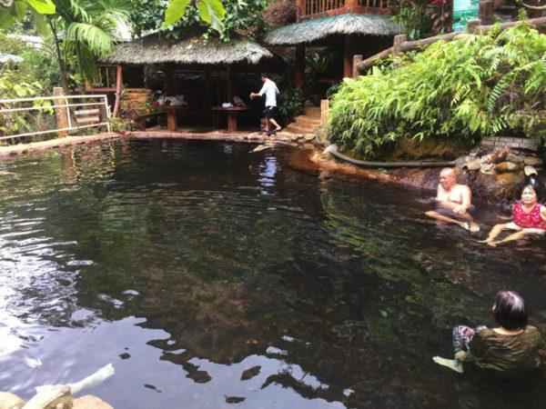 フィリピンネグロス島【レッドロック温泉】赤い岩が幻想的な温泉